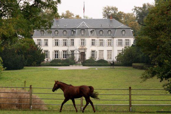 Schloss Schlenderhan - Mittelpunkt des gleichnamigen Traditionsgestüts in Bergheim. www.galoppfoto.de