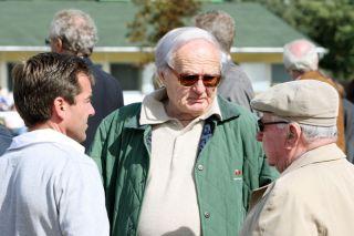 Trainer Peter Schiergen, Heinz Jentzsch und Hein Bollow (von links) im Portrait bei der Baden Auktion 2009. www.galoppfoto.de