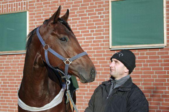 Trainer Roland Dzubasz und Flamingo Star im Portrait. www.galoppfoto.de - Frank Sorge