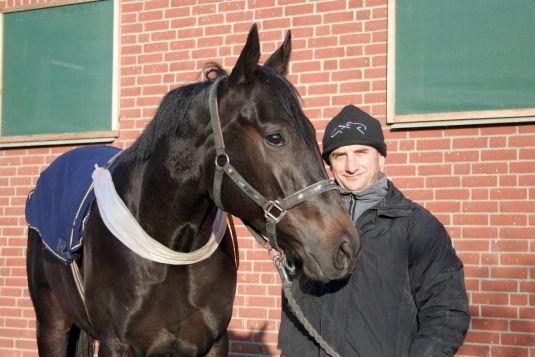 Trainer Roland Dzubasz und Limario im Portrait. www.galoppfoto.de - Frank Sorge