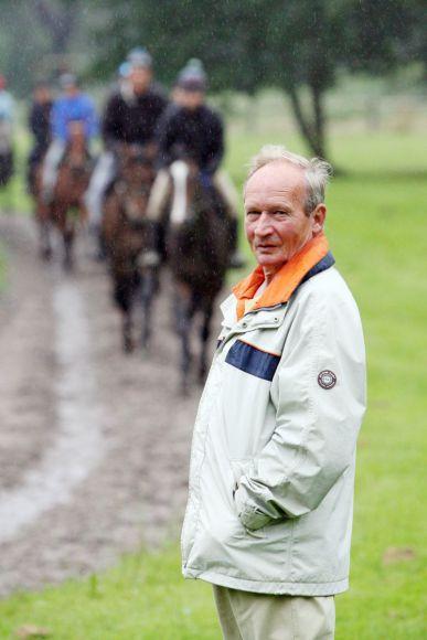 Trainer Uwe Ostmann bei der Morgenarbeit, Mülheim 2007. www.galoppfoto.de - Frank Sorge